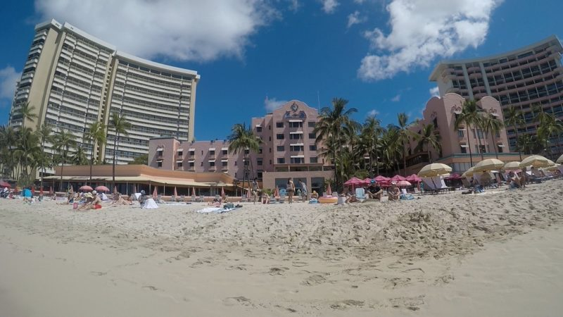 ロイヤルハワイアンホテルのビーチチェア&パラソル