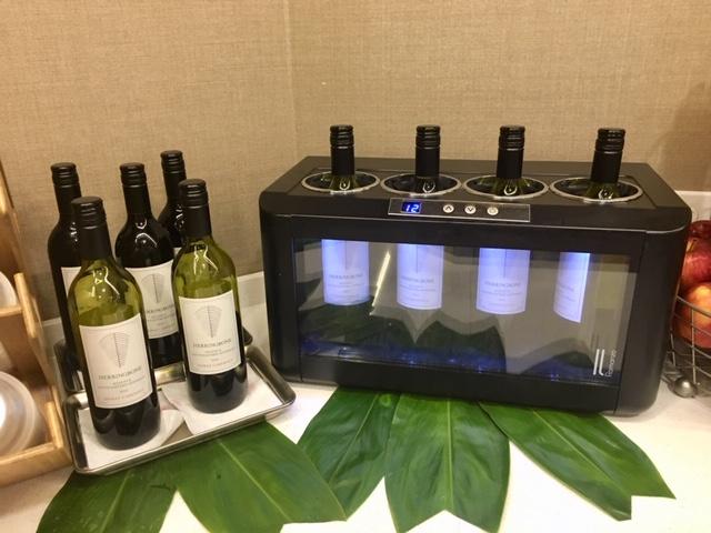 ハワイアン航空プルメリアラウンジのワイン