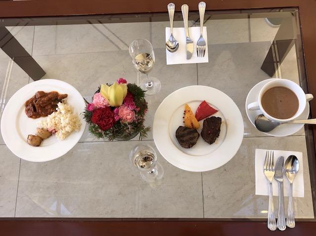 香港国際空港エミレーツラウンジの 食事