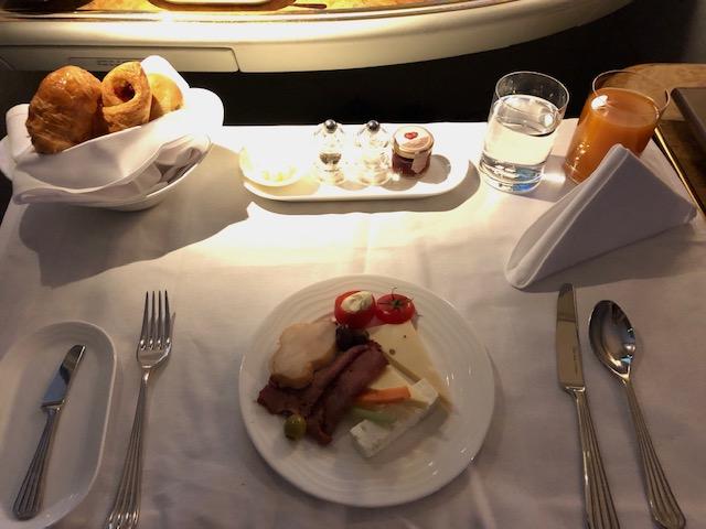 エミレーツA380ファーストクラスの機内食
