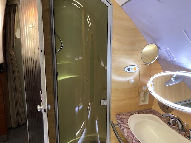エミレーツA380ファーストクラスのシャワー