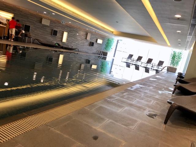 香港スカイシティマリオットホテルのプール