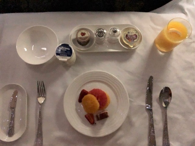 エミレーツ航空B777 ファーストクラス機内食