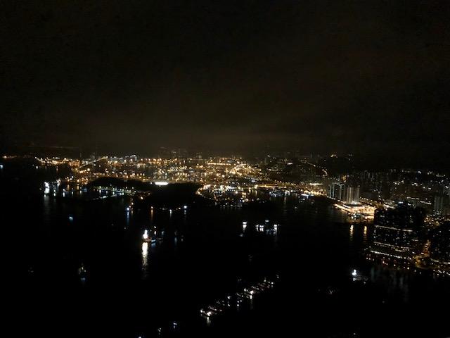 リッツカールトン香港のスイートルームの夜景