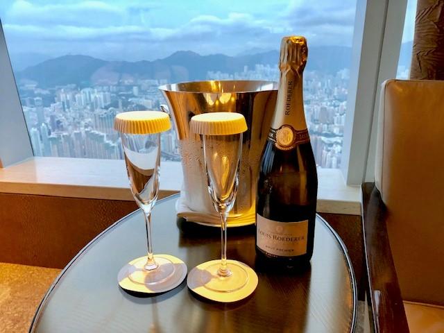 リッツカールトン香港の誕生日祝いのシャンパン